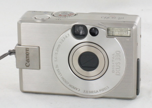 Canon Digital  IXUS 330 2mp in Leather Case